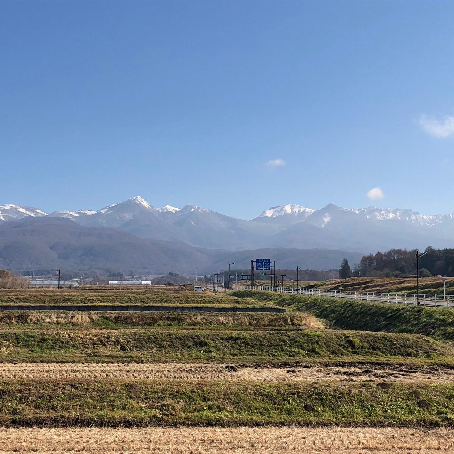 八ヶ岳も少しづづ雪化粧に覆われてきています・・